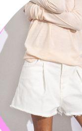 Білий денім: багато не треба – шорти і куртка!