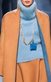 Тренд сезону: міні-сумочка на ланцюжку