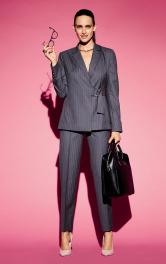 Жіночі брюки зі складками-стрілками Burdastyle