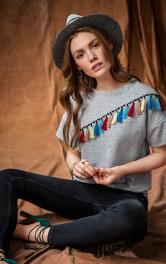 Жіночий пуловер із китицями Burdastyle