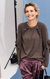 Жіночий пуловер з воланами Burdastyle