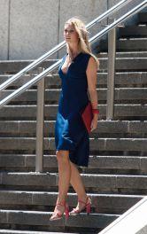 Жіноча сукня з декольте Burdastyle