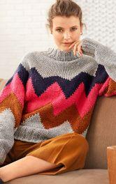 Жінка у в'язаному светрі