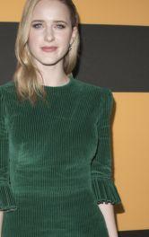 Рейчел Броснахэн в ретро-образе с зеленым платьем