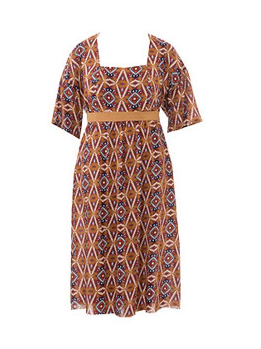 Сукня силуету ампір з фігурним декольте