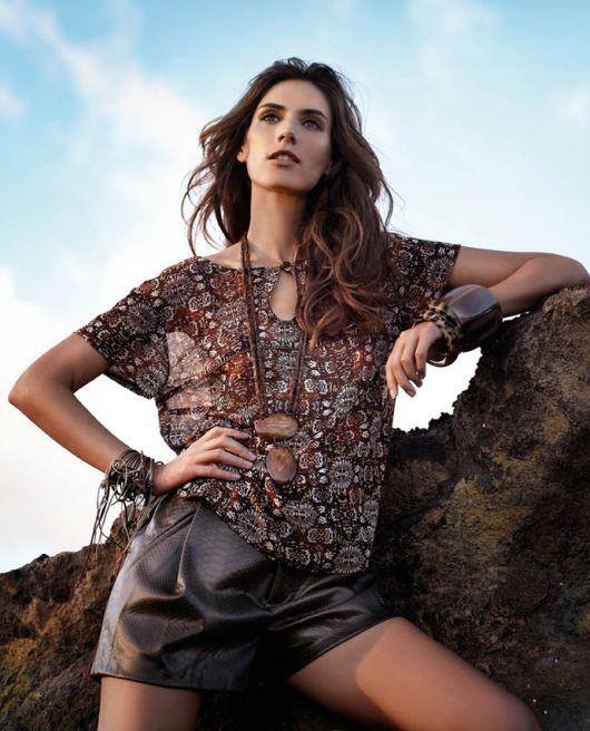 Блузка із вирізом-краплинкою