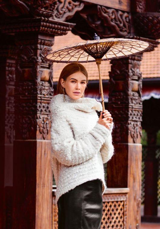 Пуловер із суцільнокроєним коміром