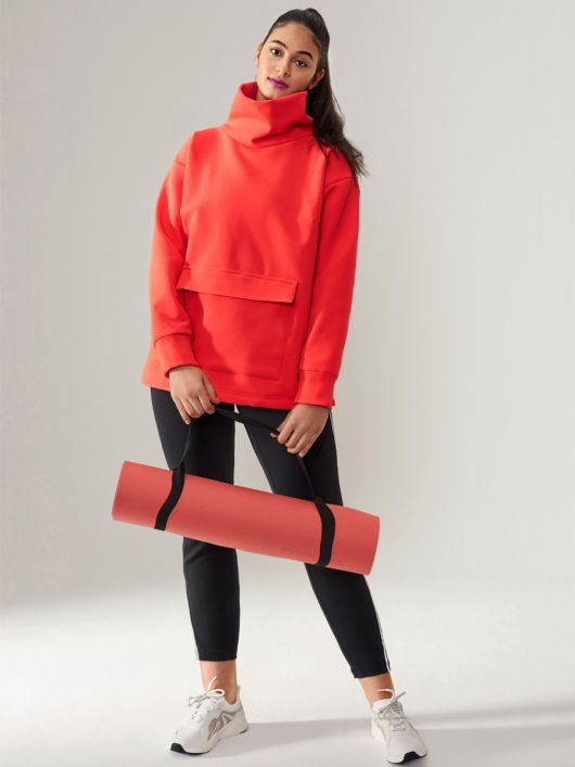 Пуловер у спортивному стилі з високим коміром