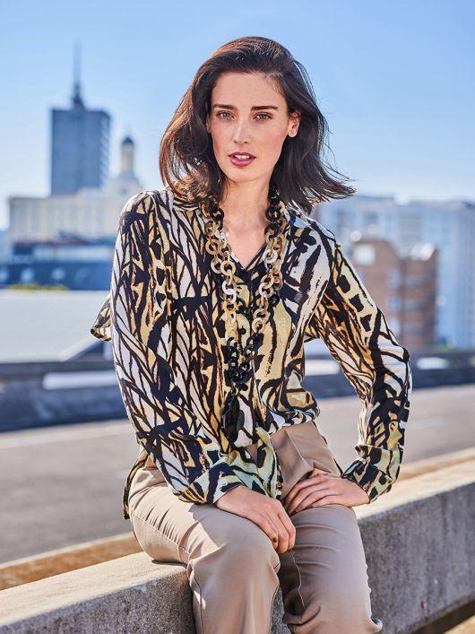 Блуза сорочкового крою з воланом на спинці