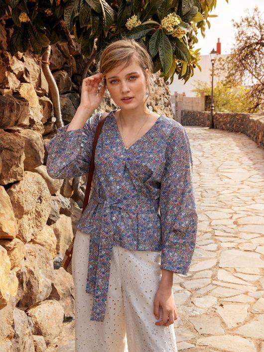 Блуза-сорочка з пишними рукавами