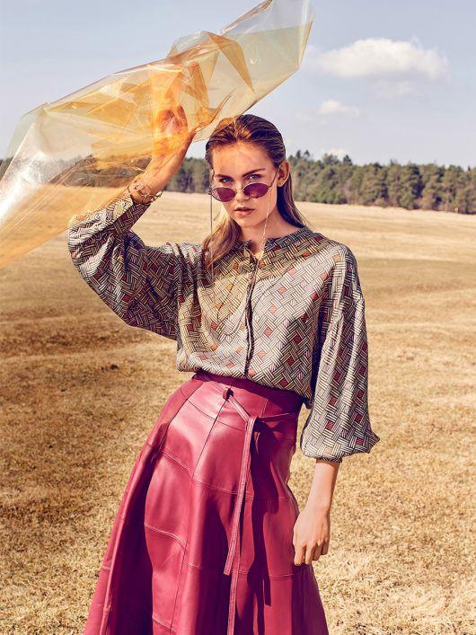 Блузка-сорочка з широкими рукавами