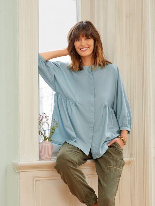 Блуза сорочкового крою з оригінальними проймами
