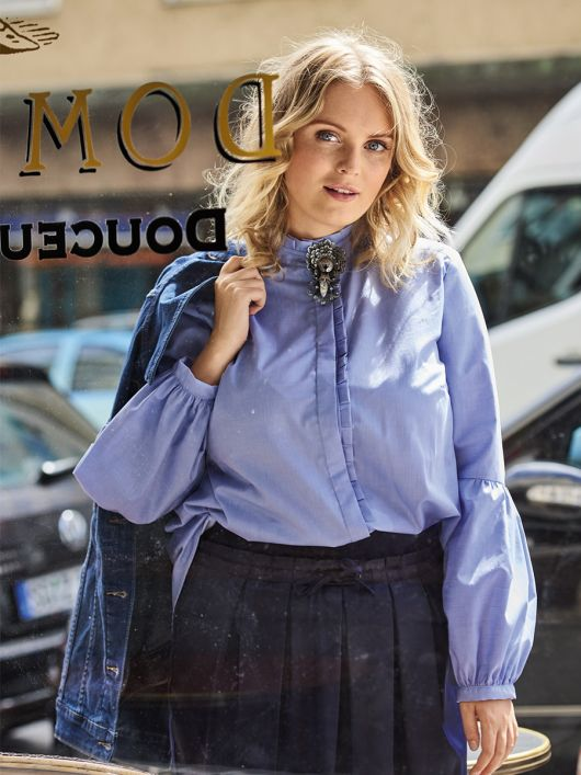 Блузка з оборками і пишними рукавами