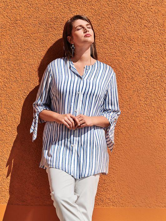 Блуза-сорочка без коміра і з зав'язками на рукавах