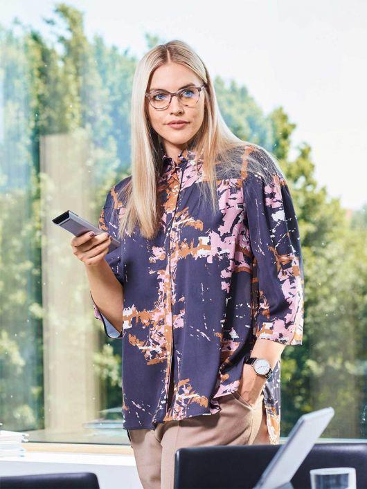 Блузка сорочкового крою із видовженою спинкою