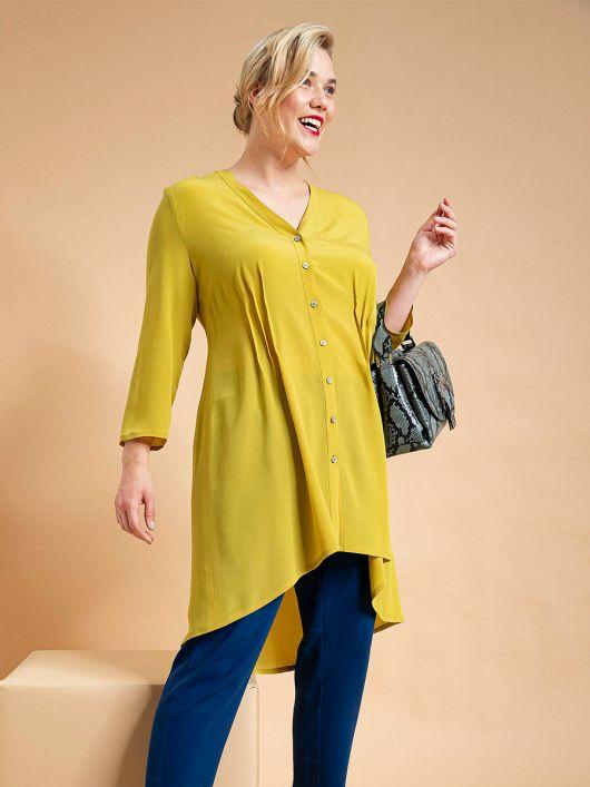 Блуза розкльошеного силуету з асиметричним низом
