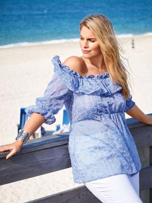 Блуза з широким вирізом і оборкою