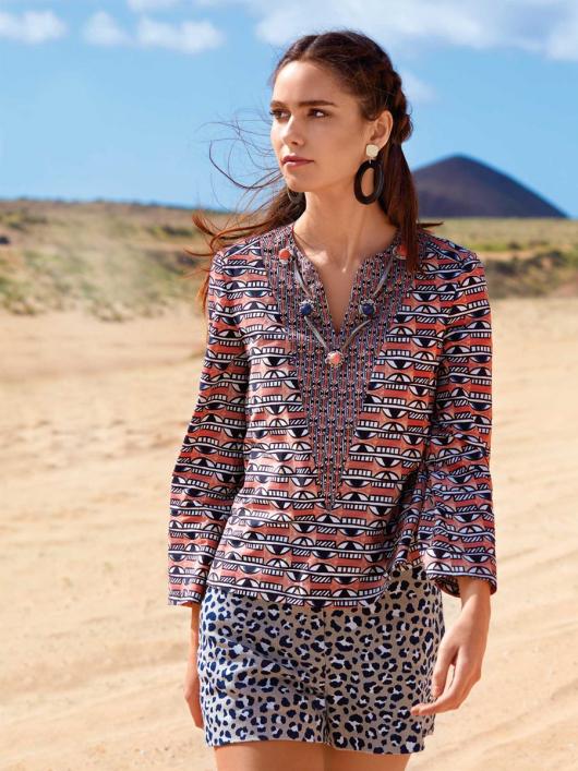 Блуза розкльошена з рукавами-розтрубами
