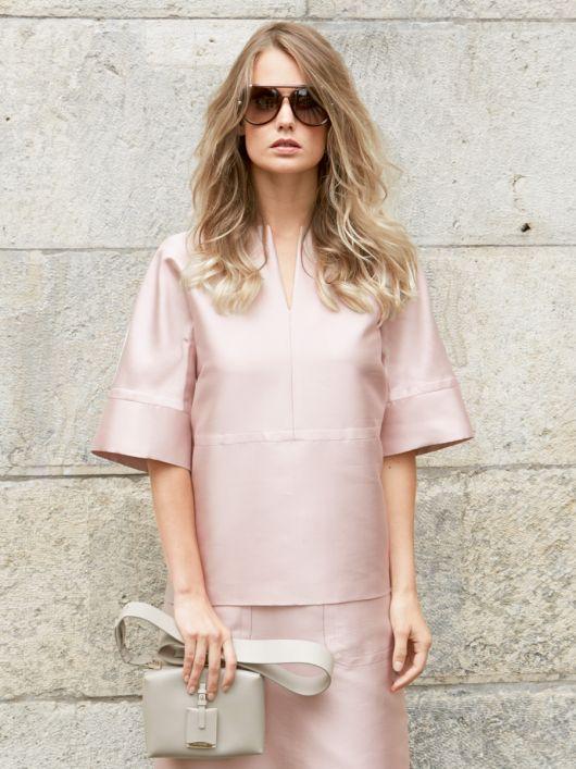 Блуза прямого крою з рельєфними швами