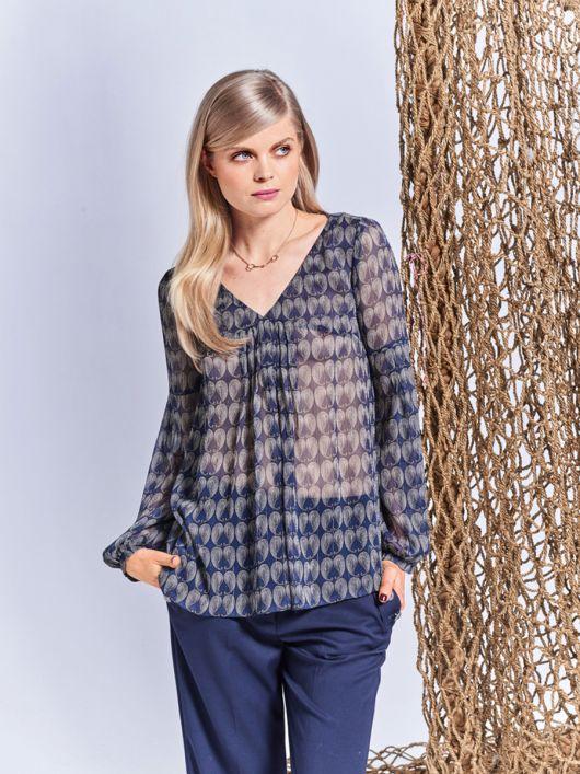 Блузка зі складками на переді і рукавах