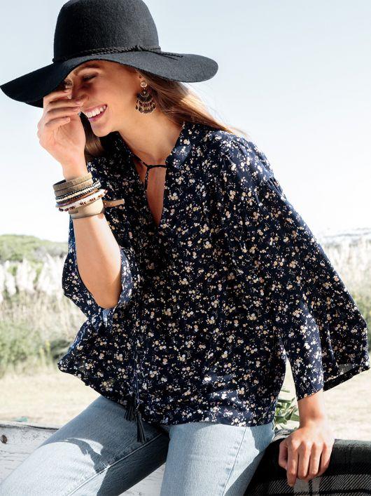 Блуза широкого крою з відкладним коміром