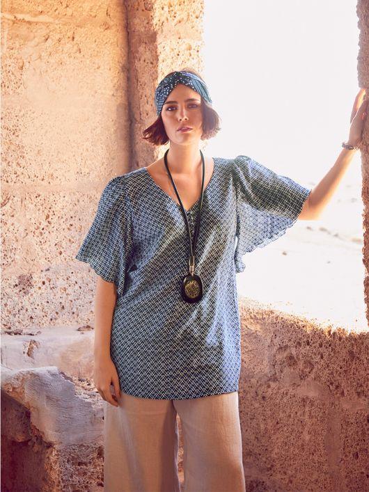 Блуза прямого силуету з рукавами-крильцями