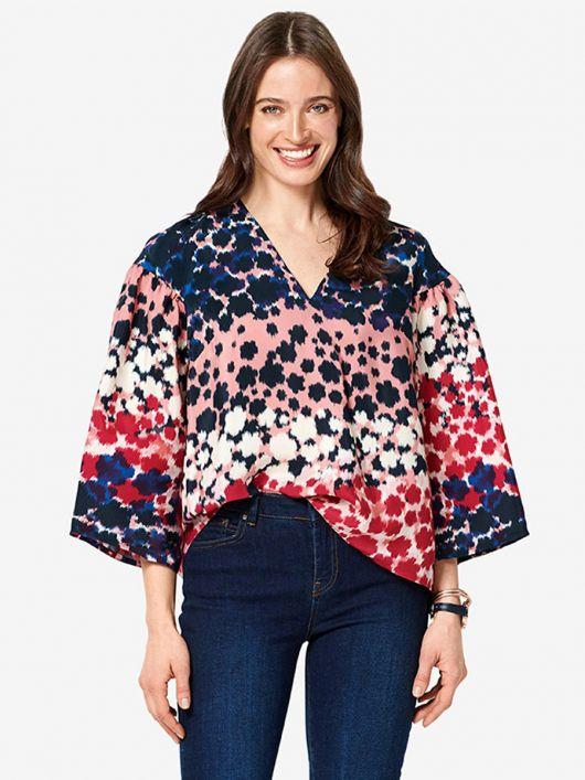 Блуза широкого крою з круглою кокеткою на спинці