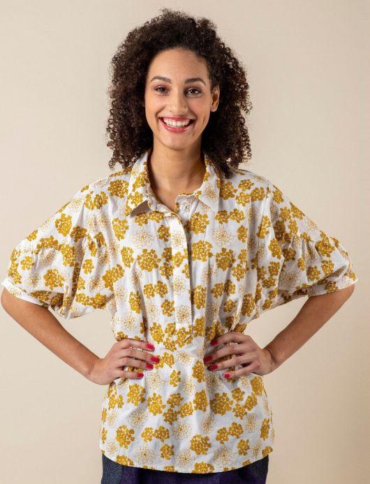 Блуза вільного крою з пишними рукавами