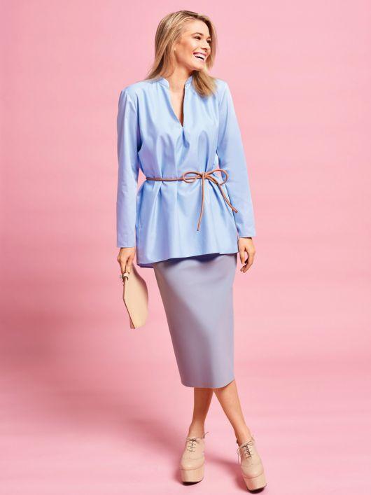 Блузка прямого крою з V-подібним вирізом