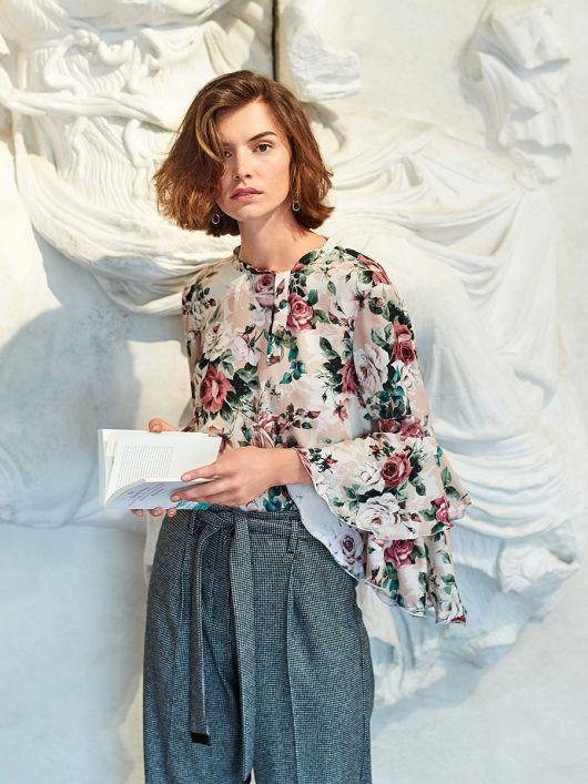Блузка прямого крою з двошаровими воланами на рукавах