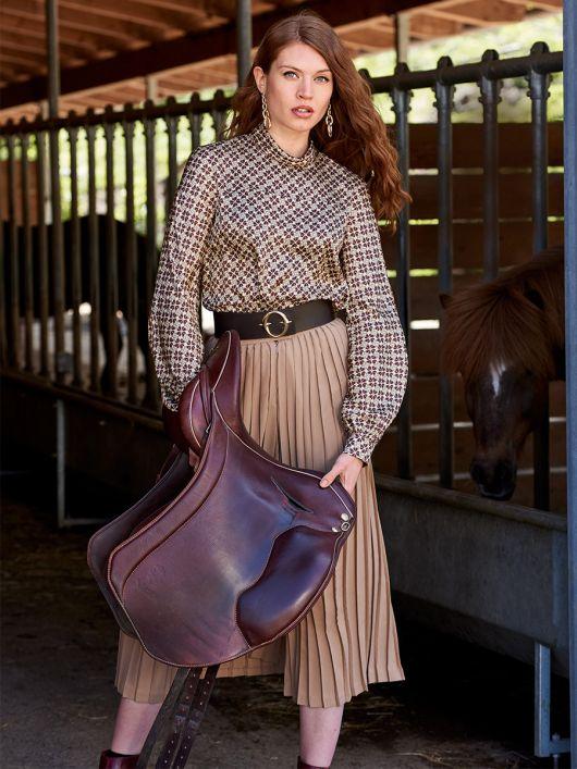 Блузка с цельнокроеными с кокеткой рукавами
