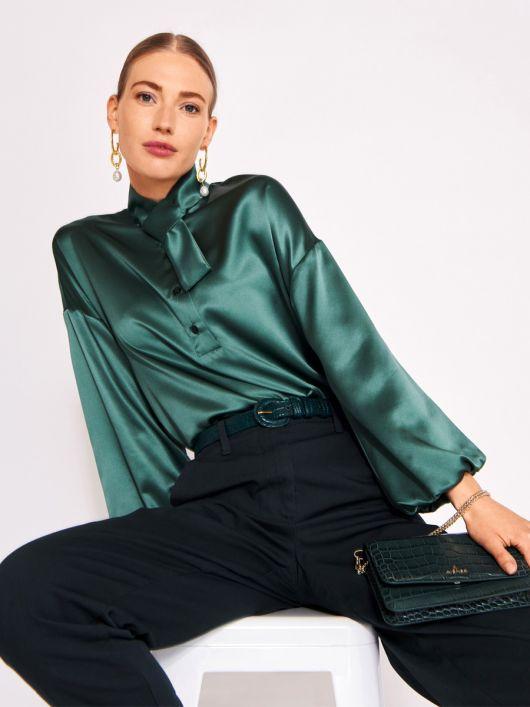 Блузка прямого крою із шовкового атласу