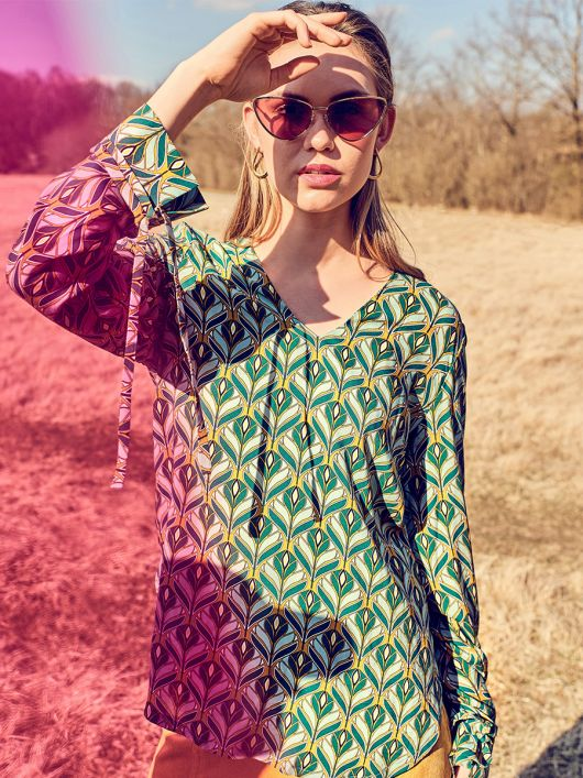 Блуза-туніка прямого крою із видовженою спинкою
