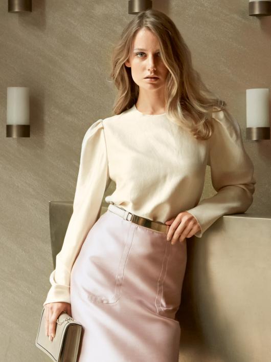 Блуза прямого крою з призбореними рукавами
