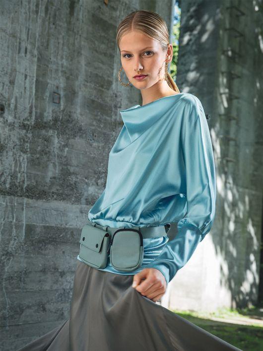 Блуза шовкова з вирізом горловини «гойдалка»