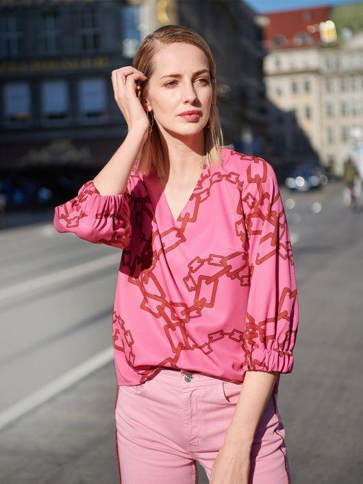 Блуза простого кроя с эластичными манжетами
