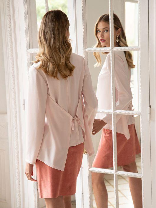 Блуза прямого крою з відлітними деталями
