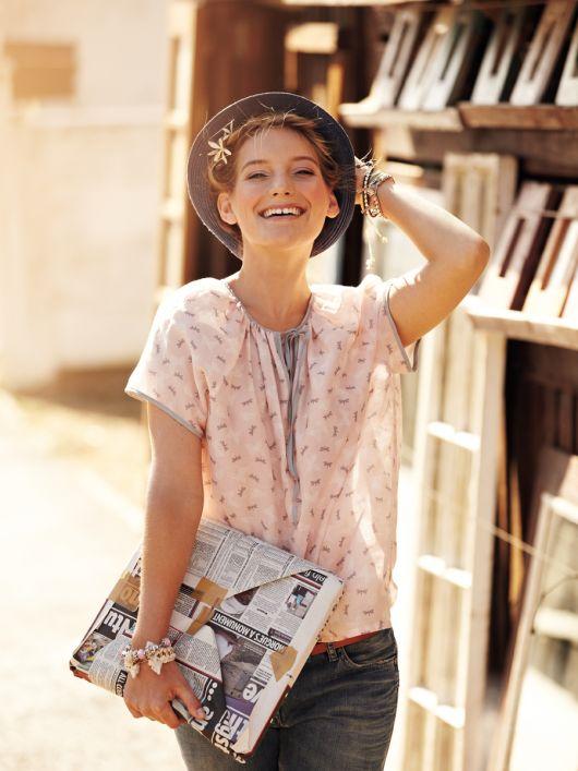 Блузка прямого крою з короткими рукавами реглан