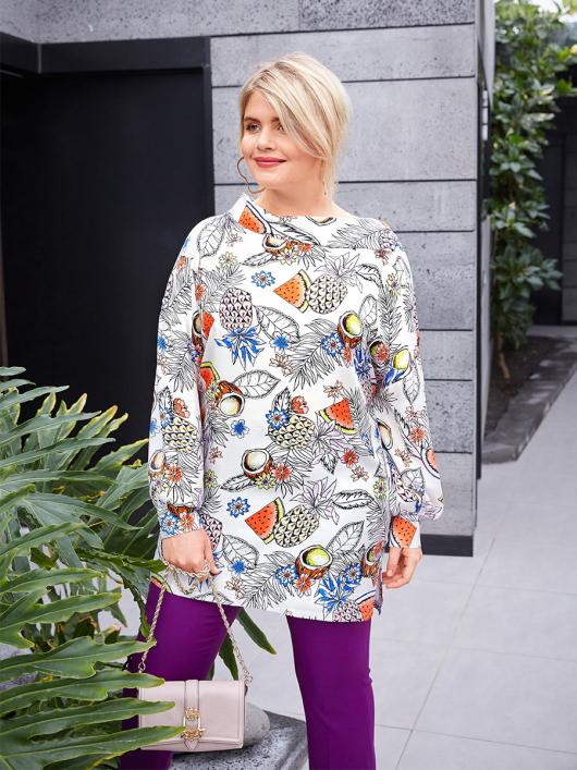 Блуза просторого крою з широким коміром