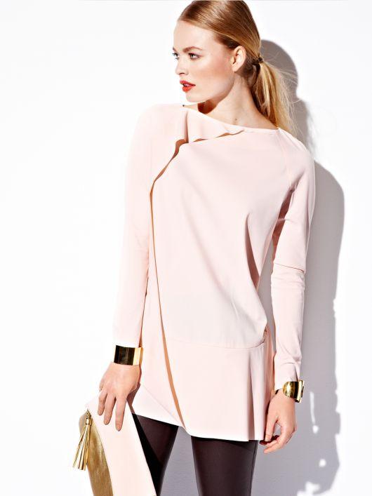 Пуловер з асиметричними воланами