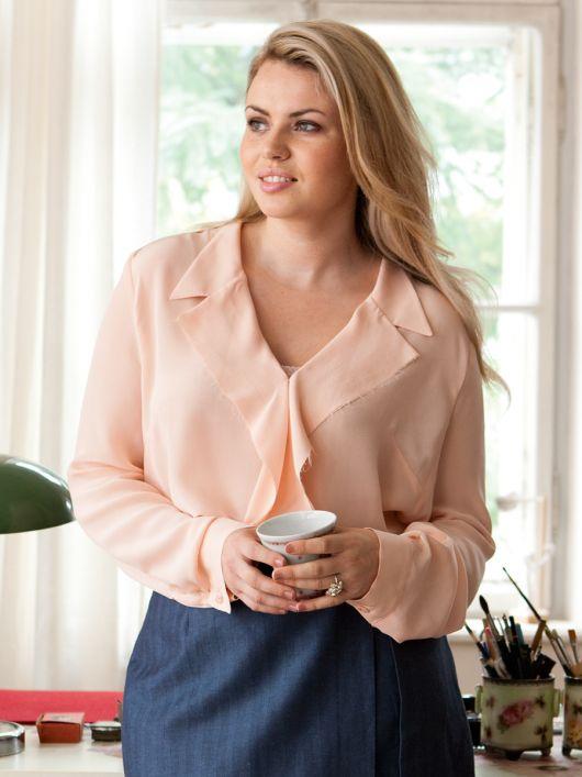 Блуза з лацканами, що драпіруються