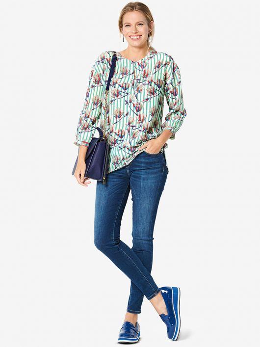 Блузка простого крою із видовженою спинкою