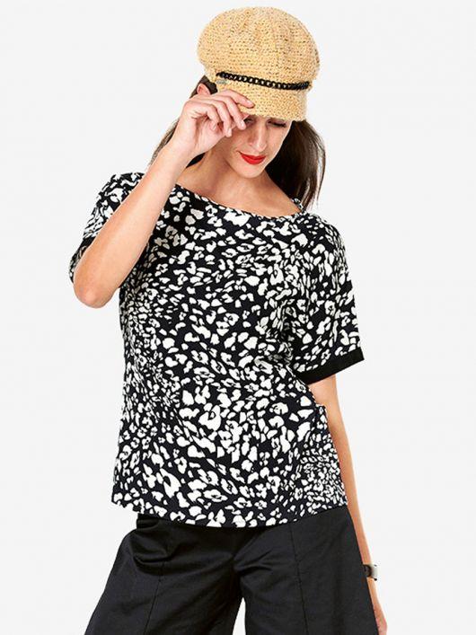 Блуза простого кроя с короткими рукавами