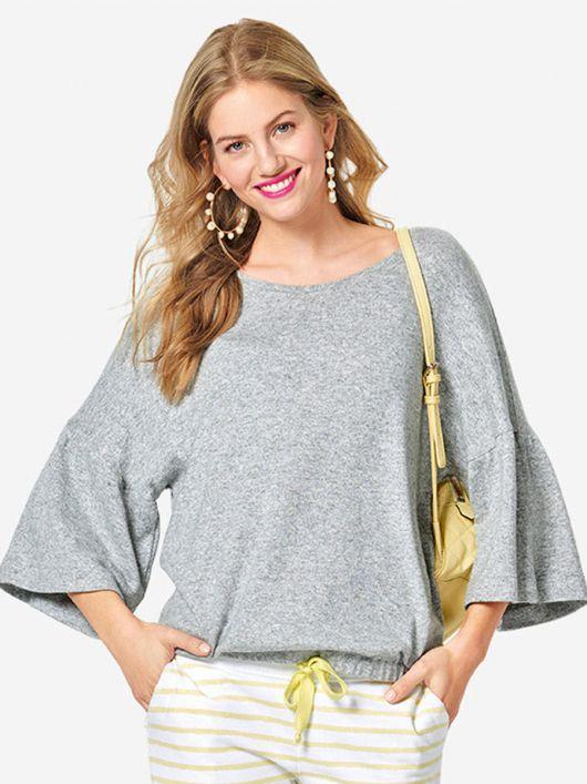Пуловер простого крою з широкими оборками