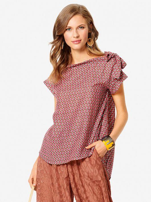 Блуза простого крою з приспущеними проймами