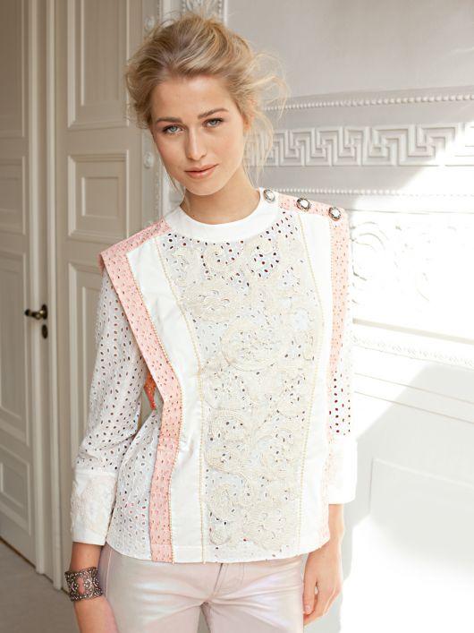 Блуза прямого крою із застібкою на плечі