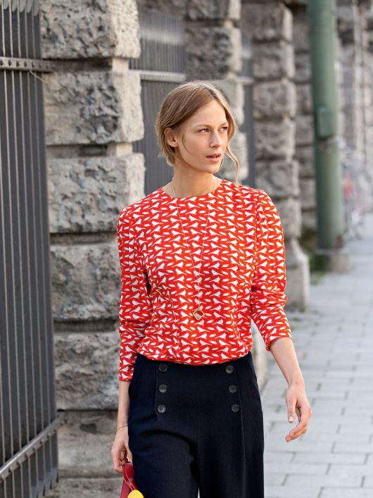 Блуза простого крою з довгими рукавами