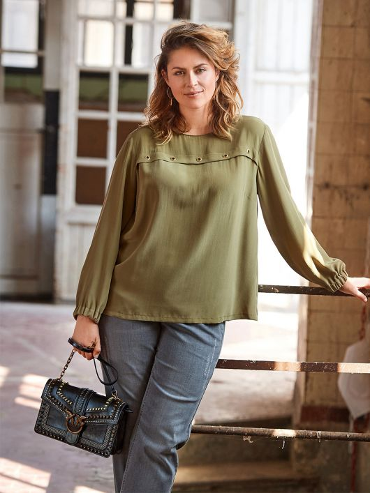 Блуза расклешенная на кокетке