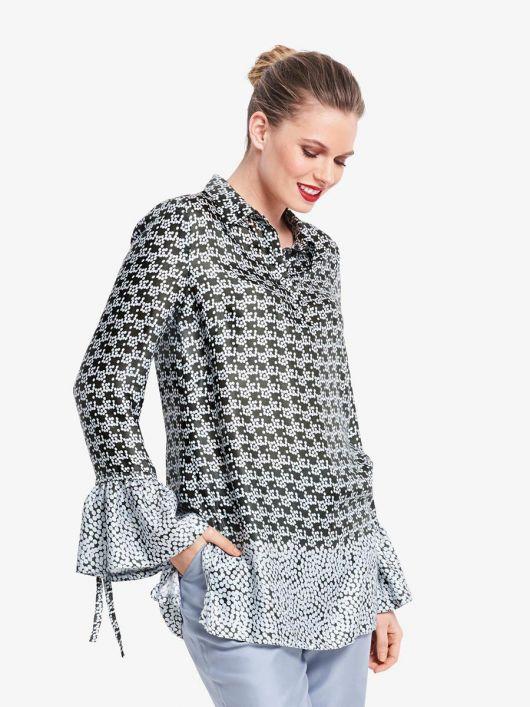 Блузка із застібкою поло і воланами на рукавах