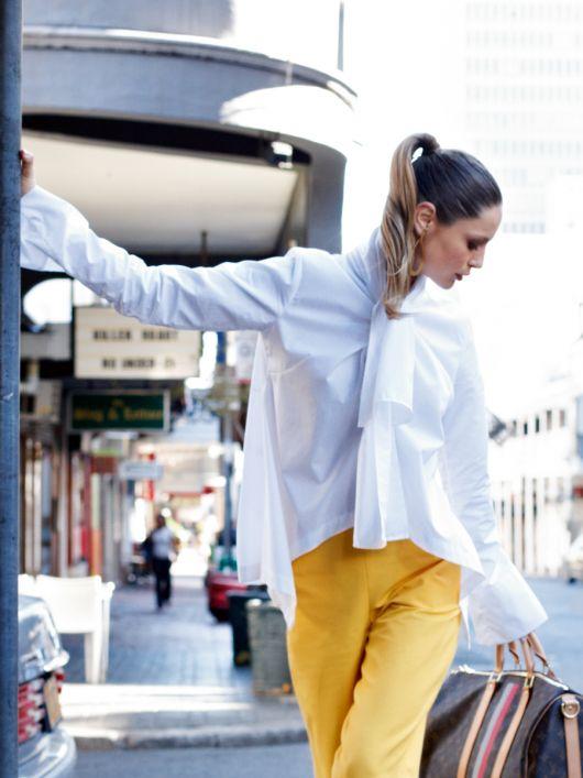 Блуза просторого крою з асиметричними пілочками